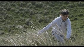 Pour nous protéger du vent, nous tournons entre les dunes.